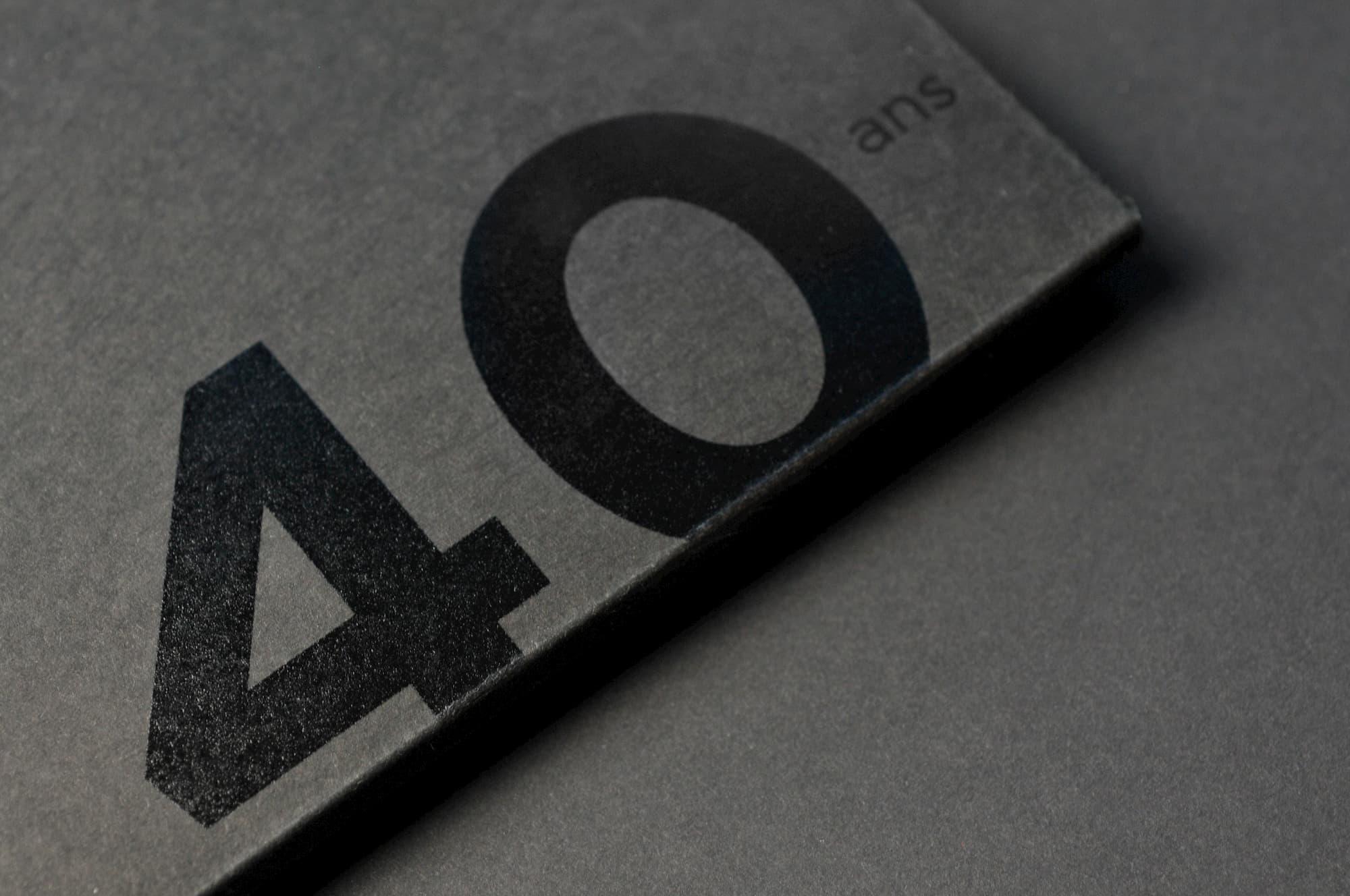 Edition d'un livre anniversaire d'entreprise dans son écrin