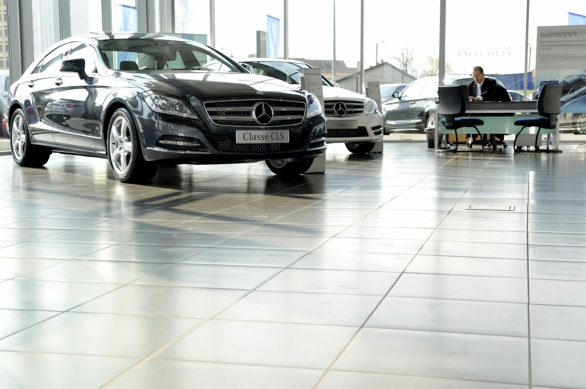Prises de vue pour la réalisation de supports print et digitaux chez Mercedes-Bens